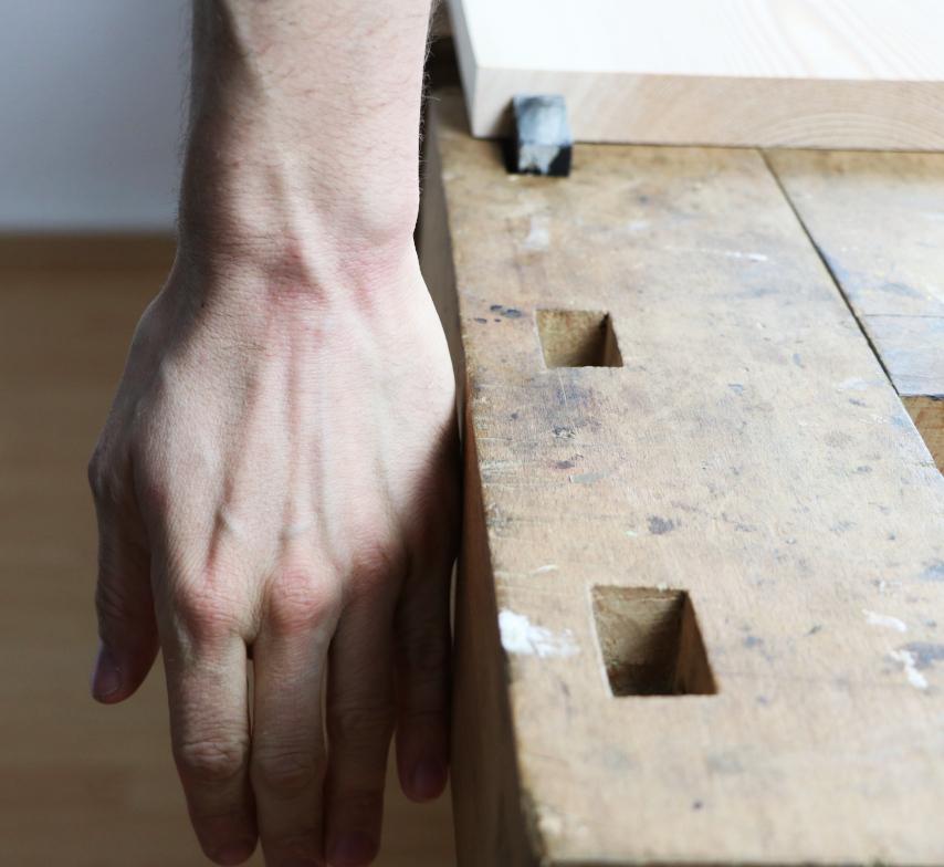 Höhe der Hobelbank aus Buche mit Handgelenk hängend messen