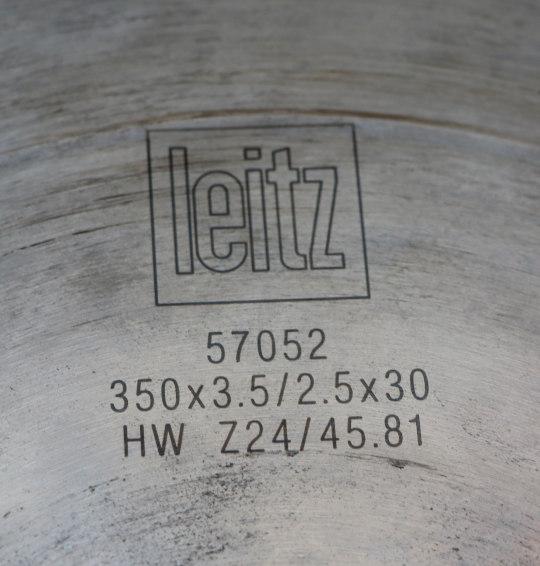 Kreissägeblatt Beschriftung mit Durchmesser Schnittbreite Sägeblattgrundkörper Bohrdurchmesser und Anzahl der Zähne