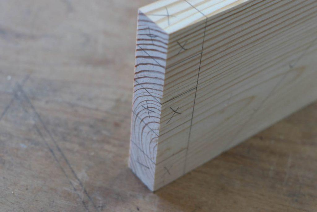 Fingerzapfenverbindung Risse ueberwinkeln WInkel Bleistift