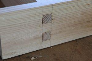 Fingerzapfen Holzverbindung herstellen mit Handwerkszeugen