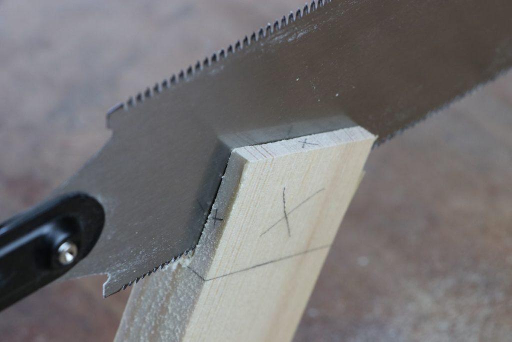 gestemmter Zapfen Holzverbindung Zapfen aussägen