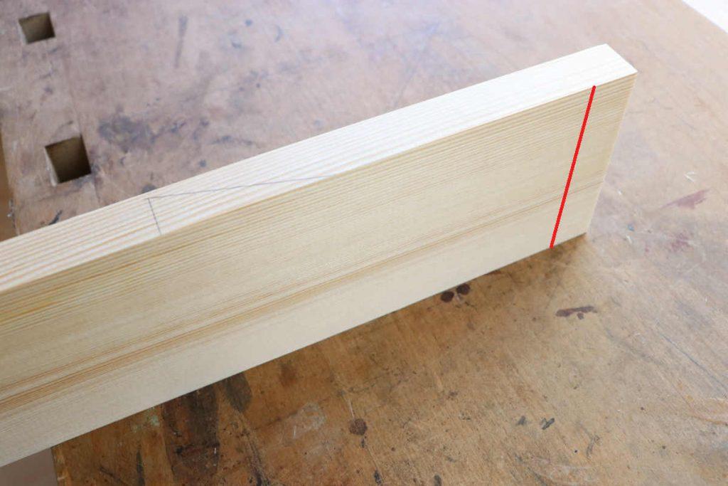 Halbverdeckte Zinkung halbe Holzstärke anreißen