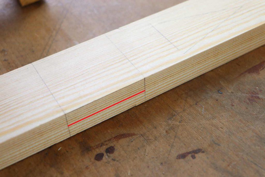 Kreuzüberblattung halbe Holzstärke mit Streichmaß anreißen