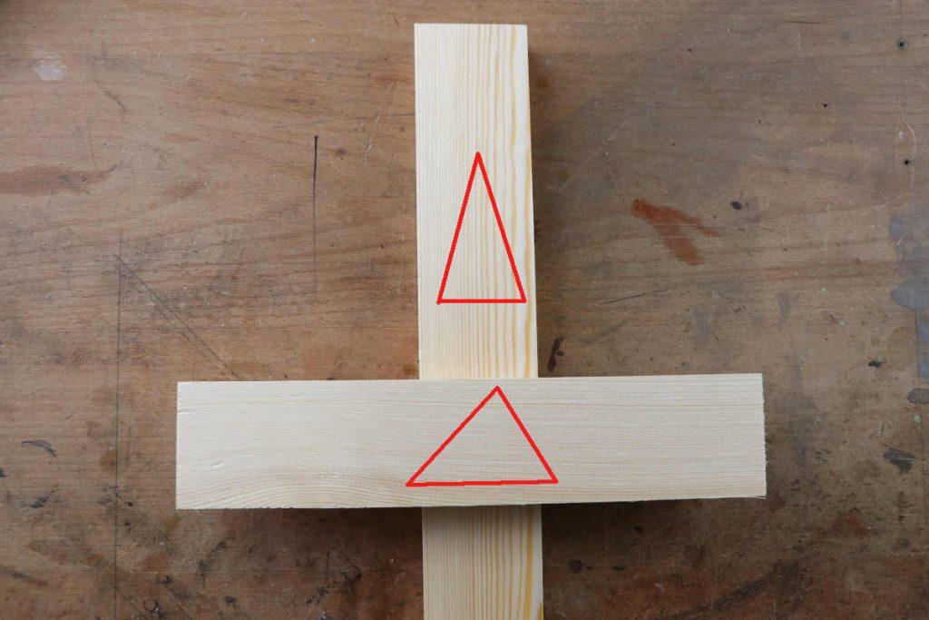 Kreuzüberblattung Dreieckszeichen